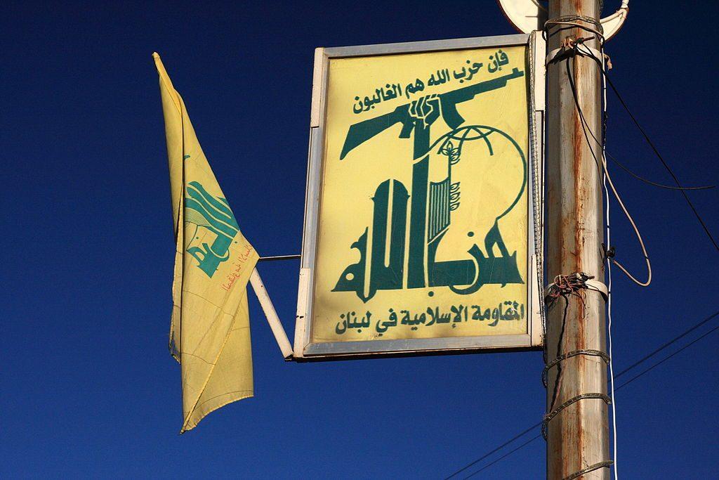 Manifesto e bandiera di Hezbollah a Baalbek, Libano. yeowatzup / Flickr